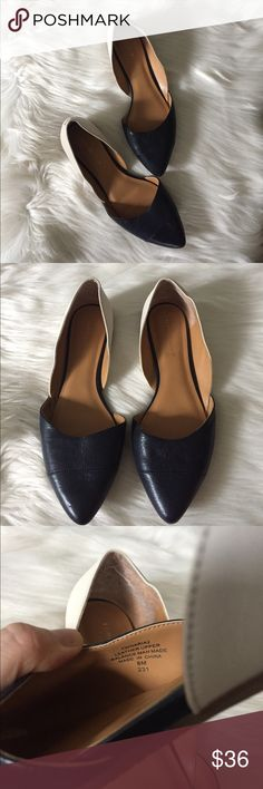 Tommy Hilfiger Leather D'Orsay Flats Blue and white D'Orsay flats from Tommy Hilfiger. Size 8 M, in very good used condition. Feel free to ask any questions. Tommy Hilfiger Shoes Flats & Loafers