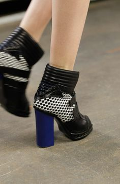 Ooooo! I <3 Two-toned! That big blue heel is an amazing idea!