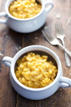 Healthy Mac and Cheese - feel-good comfort food made with wholesome ingredients. 350 calories. | pinchofyum.com