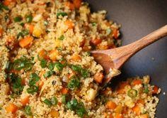 This easy quinoa fried rice recipe gets a healthy makeover with gluten-free Clean Eating Recipes, Healthy Eating, Cooking Recipes, Quinoa Fried Rice, Quinoa Pasta, Quinoa Bowl, Quinoa Salad, Vegetarian Recipes, Healthy Recipes