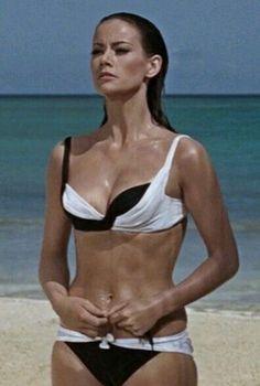 Domino - Claudine Auger - James Bond 007 Thunderball 1965 My favorite movie bikini! Merle Oberon, Shirley Jones, Veronica Lake, Sean Connery, Jean Giraudoux, James Bond Women, Claudine Auger, Haha, Actor