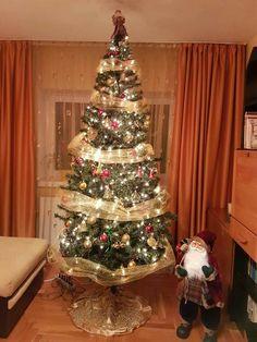 Christmas tree ideeas. Red. Gold. Santa. Shine. Mine.