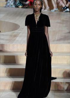 6ddde3e565a3 Платье бархатное с глубоким декольте Высокая Мода Париж, Кутюрье Валентино,  Vogue, Подиумная Мода