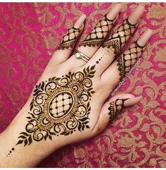 Mehndi Tattoo, Henna Mehndi, Henna Tattoos, Mehendi, Indian Mehndi Designs, Simple Mehndi Designs, Mehndi Design Pictures, Mehndi Images, Back Henna