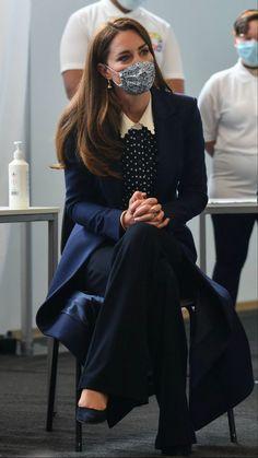 Kate Middleton Queen, Estilo Kate Middleton, Middleton Family, Kate Middleton Style, Diana Williams, Princesa Kate, Daytime Outfit, Estilo Real, Catherine The Great