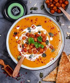 "Gefällt 3,689 Mal, 125 Kommentare - ANJA • STORY TELLER • VEGAN 🌟 (@xanjuschx) auf Instagram: ""🔥🥄Say hello to this spicy sweet potato soup 🥣 with crispy chickpeas and coconut milk drizzle 😍🙌🏼…"""