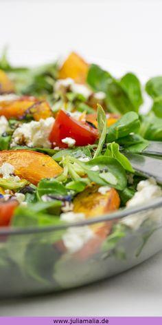 Leckerer Kürbis-Salat mit Feta und Tomaten. Das perfekte Rezept für alle die Kürbis und Salat lieben.