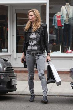 """Kate Moss in London En la foto con una camiseta estampado """"Mickey Mouse"""" March 26, 2011 London, England"""