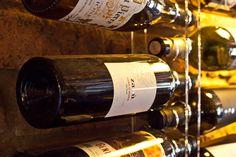 V naší vinotéce naleznete bílé vína z Jižní Moravy a červené vína z jižní Itálie a Sicílie