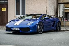 The blue on this LP Valentino Balboni really works! Lamborghini Cars, Lamborghini Gallardo, Ferrari, Car Photos, Car Pictures, Valentino Balboni, Dream Car Garage, High Performance Cars, Engin