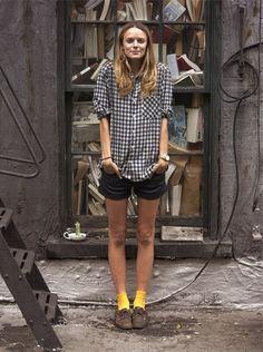 Oxford com meia (http://modices.com.br/coolhunter/meia-branca-so-na-escola-agora-e-a-vez-das-meias-coloridas/)