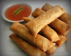 Vegetable Spring rolls are ageless appetizers in my Chinese cuisine closet, my granny loves it, the kids in my family love it - it works . Vegetable Spring Rolls, Chicken Spring Rolls, Appetizer Dishes, Appetizer Recipes, Greek Recipes, Indian Food Recipes, Cooking Chinese Food, Tasty Videos, International Recipes