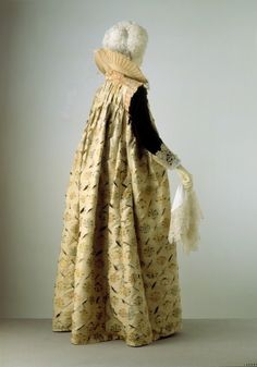 Gown 1610-1615 The Victoria Albert Museum, Strictly speaking, Elizabethan era ended in 1603, but this is typical of the style in that era.