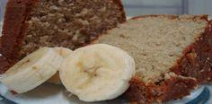 Essa é uma receita bem antiga que faz sucesso até hoje, o bolo fácil de banana é bem simples de se fazer. Bolo de Banana no Liquidificador.