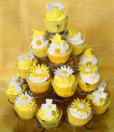 Torre de Cupcakes para comunión. Mini Cupcakes, Communion, Party Time, Desserts, Food, Party Ideas, Weddings, Yellow, Image