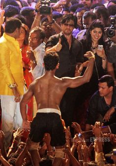 Shah Rukh Khan surely seems impressed with the young man's abs!