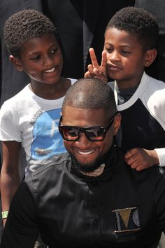 Photo of Usher's Kids Are All Grown Up! See the Boys at His Hollywood Walk of Fame Ceremony Celebrity Kids, Celebrity Crush, Usher Fashion, Black Celebrities, Celebs, Ocean Wave Crochet Hair, Young Gifted And Black, Usher Raymond, Black Fathers