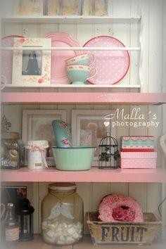 pretty - Life in these pine Salo Shabby Chic Kitchen, Shabby Chic Style, Shabby Chic Decor, Cozy Kitchen, Kitchen Ideas, Vintage Sweets, Shabby Vintage, Cottage Style, Country Decor