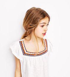 クロシェットディテール付きルーズシルエットブラウス-すべてを見る-Tシャツ-ガール (4歳-14歳)-キッズ | ZARA 日本
