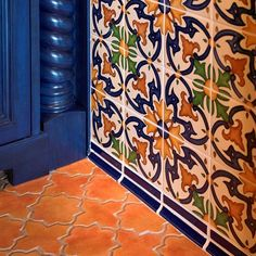 Hand-painted Spanish wall tile paired with concrete floor tile with the look of Mexican saltillo tile Spanish Bathroom, Spanish Kitchen, Spanish Style Homes, Spanish House, Estilo Colonial, Spanish Colonial, Colonial Art, Spanish Revival, Mexican Home Decor