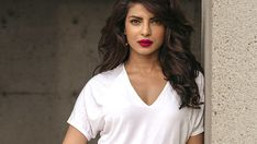 Bollywood Actresses in Red Lipsticks. Wish to sport red lipstick like our Bollywood divas then read this post for some inspiration for red lip color Elizabeth Hurley, Elizabeth Taylor, Bollywood Stars, Bollywood News, Bollywood Fashion, Bollywood Actress, Priyanka Chopra, Robin Scherbatsky, Kim Basinger
