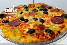 Bol Malzemeli İncecik Hamuruyla Aile Boyu Tepsi Pizza (Hamuru Efsane) - Nefis Yemek Tarifleri Pizza Recipes, Pepperoni, Vegetable Pizza, Vegetables, Food, Essen, Vegetable Recipes, Meals, Yemek