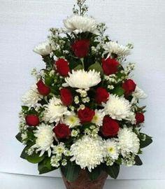 Valentine's Day Flower Arrangements, Flower Arrangement Designs, Altar Flowers, Christmas Floral Arrangements, Flower Designs, Paper Flowers, Memorial Flowers, Sympathy Flowers, Luxury Flowers