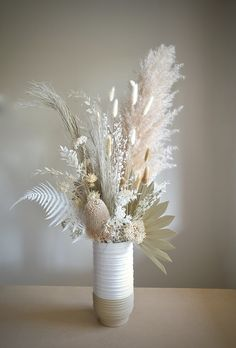 Blue Hydrangea Bouquet, Dried Flower Bouquet, Flower Bar, Flower Vases, Dried Flower Arrangements, Floral Centerpieces, Fresh Flowers, Dried Flowers, Grass Decor