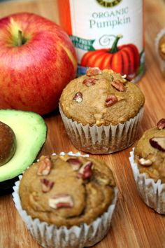 Low-Calorie Pumpkin Muffins Swap the normal amount of butter you'd add to your muffin recipe with an avocado and save hundreds of calories without feeling like you have to quit your morning muffin. These apple pumpkin muffins are great for colder weather. Healthy Treats, Healthy Desserts, Healthy Recipes, Healthy Baking, Healthy Breakfasts, Pumpkin Recipes, Fall Recipes, Superfood, Pumpkin Spice Muffins