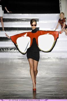 Eyeglasses dress...bat wings ..high fashion glasses! She's a 10-10 #amazing #glasses #zienrs