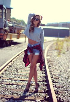 Zara shirt & sandals, Levi's shorts, Prada sunglasses.