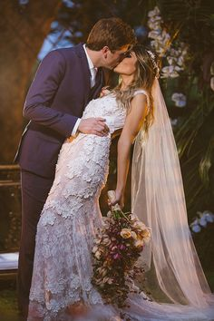 bride and groom wedding photo ideas Romantic Wedding Photos, Wedding Images, Romantic Weddings, Wedding Pics, Chic Wedding, Wedding Couples, Wedding Bride, Dream Wedding, Wedding Dresses