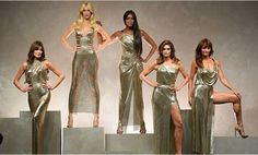 2017/09/23 06:46:38 It's been 20 years since the passing of #gianniversace and @versace_official presented the newest collection is his honor with the original super models. #milanfashionweek #cindycrawford #naomicampbell #christyturlington #dontellaversace #runway #luxurybrand #milan #italy #icon #fashionblogger #colinmegaro