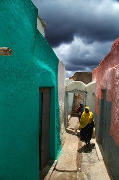 Harar street scene by Trevor Cole, via 500px