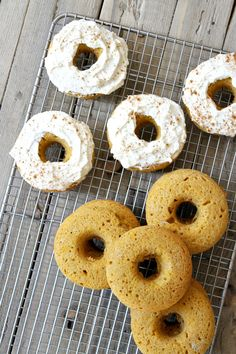 Baked Pumpkin Donuts with Cream Cheese Frosting Recipe Donut Recipes, Best Dessert Recipes, Brunch Recipes, Fun Desserts, Baking Recipes, Delicious Desserts, Breakfast Recipes, Easy Recipes, Pumpkin Spice Coffee