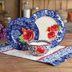 Shop for The Pioneer Woman Dinnerware Sets in Dining & Entertaining. Buy products such as The Pioneer Woman Cowgirl Lace Dinnerware Set at Walmart and save. The Pioneer Woman, Pioneer Woman Dishes, Pioneer Woman Kitchen, Pioneer Woman Recipes, Pioneer Women, Vintage Farmhouse, Farmhouse Buffet, Pioneer Woman Dinnerware, Dinnerware Sets Walmart