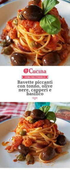 Bavette piccanti con tonno, olive nere, capperi e basilico