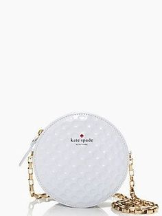look it's a bag that looks like a golf ball! does it go on the bag or golf board? kate spade on par dotty Brand Name Purses, Vintage Golf, Golf Wear, Golf Pants, Golf Fashion, Fashion Men, Office Fashion, Ladies Fashion, Ladies Golf