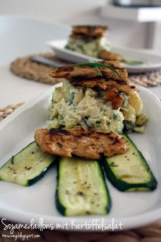 muc.veg: Vegan soy medaillons with potatoesalad and zucchini. recipe by Björn Moschinski