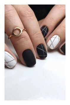 The advantage of the gel is that it allows you to enjoy your French manicure for a long time. There are four different ways to make a French manicure on gel nails. White Nail Designs, Simple Nail Designs, Acrylic Nail Designs, Nail Art Designs, Nails Design, Pedicure Designs, White Nail Art, White Nails, Black Nails
