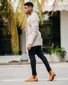 Wow moda masculina con clase que está de moda . Chelsea Boots Outfit, Trendy Mens Fashion, Stylish Mens Outfits, Black Men Summer Fashion, Men Fashion, Man Street Style, Style Masculin, Designer Suits For Men, Look Man