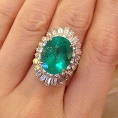 █ Estate GIA 9.06 ct Emerald and Diamond Ballerina Ring in Platinum █ HM1318