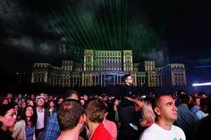 """Traditionala galerie foto pe care B365.ro o prezinta la sfârsit de an, cu noptile ultimelor 12 luni, ne este prezentata tot de fotografii talentati ai Bucurestiului, în cadrul seriei """"Bucuresti- Subiectiv prin Obiectiv"""". Imaginile de mai jos prezinta orasul nostru drept unul maret si luminos, asa cum dorim sa va fie si anul nou care începe imediat. Bucharest, The Past, Facebook, Concert, Photos, Pictures, Concerts"""