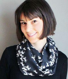 Maintenant disponible sur la boutique en ligne : le foulard infini avec motifs équestres! //  #fashion #mode #modeqc