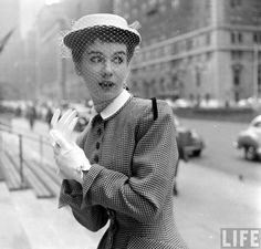 Park Photography, Glamour Photography, Fashion Photography, Gordon Parks, Audrey Hepburn, 1950s Fashion, Vintage Fashion, Timeless Fashion, Spring Hats