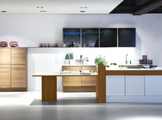 The new +EDITION kitchen collection from German kitchen brand Poggenpohl combines classic details with modern appeal. The +EDITION kitchen collection. Kitchen Island Extendable Table, Kitchen Island Table, Luxury Kitchens, Home Kitchens, German Kitchen, Island With Seating, Kitchen Gallery, Kitchen Collection, Cuisines Design