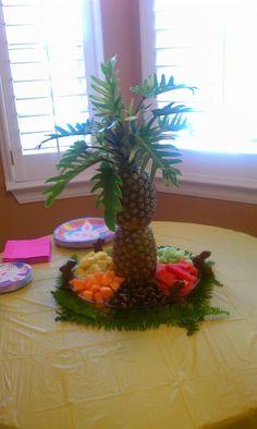 43 Ideas fruit tray ideas for wedding shower pineapple palm tree Palm Tree Fruit, Pineapple Palm Tree, Pineapple Fruit, Fruit Trees, Palm Trees, Pineapple Recipes, Fruit Display Tables, Fruit Displays, Healthy Fruit Desserts