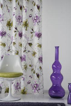 Cortina realizada con el tejido Portofino de Scenes by Vanico. Estampado floral desenfadado en tonos malvas y verdes.
