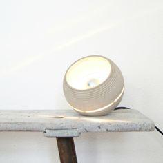 Nminus1 Beton Lightbeam Stehlampe Tischlampe