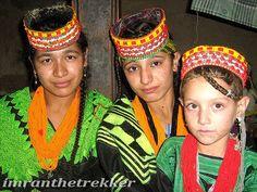 https://flic.kr/p/5hD9Z3 | Kalash girls, Romboor,Hindukush,